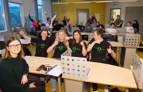 Programleder Lise Forfang Hagen, Adrian Thorsen, Regine Strangstad, Caroline Ellingsen og reserve Trym Sommerseth skal i ilden for klassen sin.
