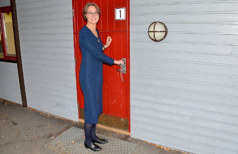 STENGTE DØRA: – På grunn av mangel på lærere, måtte vi i dag sende hjem elevene i sjuende trinnet, sier Marit Megård, konstituert rektor ved Vikersund skole.