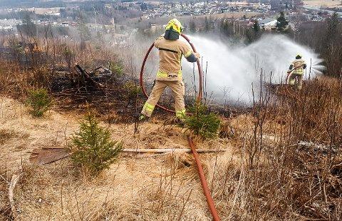BRANNFARE: Brannvesenet ber folk nå være svært forsiktige med bruk av åpen ild i skog og mark.