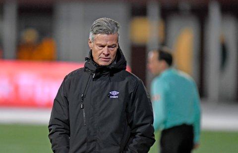 TUNGE TIDER: Mjøndalens trener Vegard Hansen måtte tåle nok et tap. Denne gangen borte mot Tromsø.