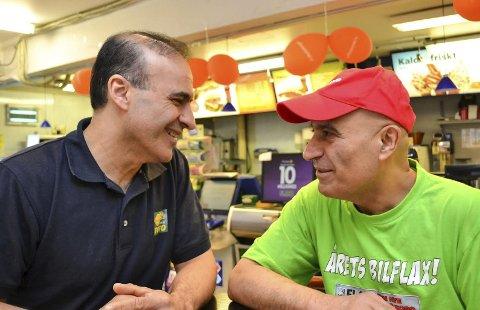 GODE BUSSER: -Vi har alltid vært gode venner. Derfor kan vi også jobbe så tett på hverandre som vi gjør, sier Ali Reza Khalili (til venstre) og Hassan Khalili.