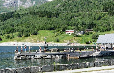 REKORD: Juni månad baud på fleire varmerekordar, men også på landsbasis. Førre rekord var i 1953. Her frå ein junidag på Skei i Jølster i år.