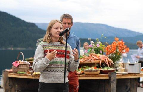 OPTIMISTISK: - Vi må gjøre det økonomisk umogleg å dumpe avfall i sjøen, sa Therese Hugstmyr Woie, leiar i Natur og Ungdom, då ho heldt tale i Vevring i sommar. No meiner ho at den nye regjeringa sin mineralpolitikk gir dei grunn til optimisme for Førdefjorden.