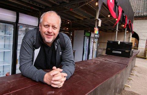 Ny rekord: Barsjef Rune Solberg er godt fornøyd med årets drikkesalg. Tanker og kjølere ble tømt for varer, og omsetningen økte med rundt ti prosent.