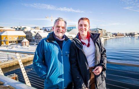 Gavmild seiler: Eline Kristiansen vil betale for to medseilere fra Fredrikstad til Bergen under Tall Ships Races. Pengene tar hun fra egen studentlomme. Festivaladmiral Ingar Guttormsen er storfornøyd med innspillet.
