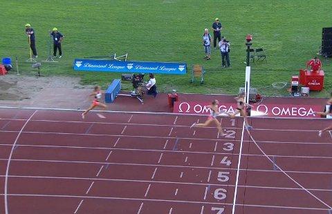 I MÅL: Det ble ny personlig rekord på 800 meter for Yngvild Elvemo fra Narvik under Bislett Games i Oslo torsdag kveld.
