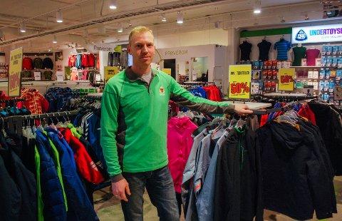 IKKE FORNØYD: Thomas Solberg på G-Sport Solberg Sport jubler ikke over vintersesongen som har vært. Han hadde håpet på mer snø.