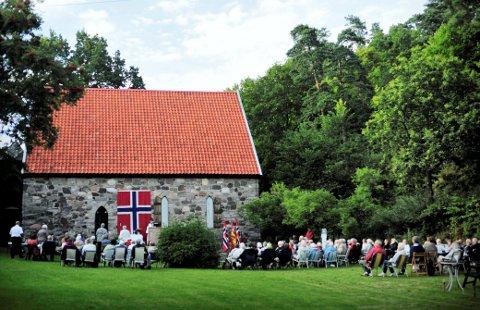 LØVØYKAPELLET: Arrangementer i kapellet skaper problemer for kjørende camping-, bade- og turgjester på Løvøya.