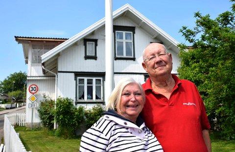 GJELDFRIE: Anne Marie og Tom Lehrmann er fornøyd med generasjonsskiftet og bedre økonomi.