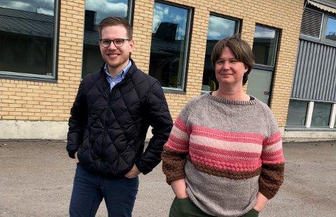 ÅPNER PENGESKKEN: Ap-representantene Kristine Aas Hansen og Martin Moland vil gi fem millioner kroner til koronatiltak for barn og unge.