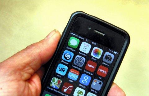 TASTERE: Vi er blitt en nasjon av mobiltastere. Nå viser det seg at vår mobilbruk kan gi muskelskader.