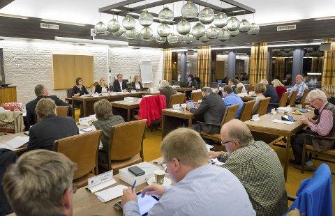 ÅPENHET: Høyre, Venstre og Frp krever at kommunestyremøtene skal videooverføres og at det må bli langt større åpenhet i kommunen.BILDER: JENS HAUGEN