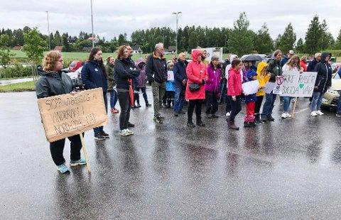 Bygdefolket deltok i markeringen mot vindkraftverket i mai. Nå mener  Tor Arne Voll at stadig flere våkner og forstår hva som er i ferd med å skje i Nord-Odal.