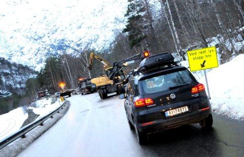 TRYGGERE TRAFIKK: Arbeidet på E 136 vestover fra Bjorli er trafikksikkerhetstiltak. Foto: Vidar Heitkøtter