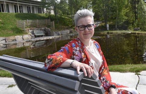 – TA ANSVAR OG SJEKK DEG: I april var det to år siden Eva Beate Galgum ble diagnostisert med føflekkreft, men angsten slipper ikke taket.foto: Karin Doseth