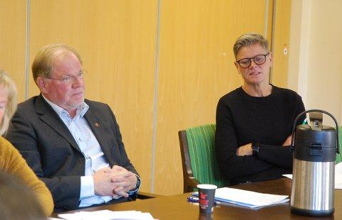ORIENTERTE: Rådmann Lars Ole Saugnes og helse- og omsorgssjef Mette Mosby orienterte kontrollutvalget om situasjonen i hjemmetjenesten.
