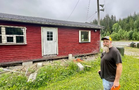 STORE PLANER: Christian Björk og ildsjelene på Grindvoll har store planer for utvikling av idretten discgolf på Grindvoll. Med i planene er den gamle kiosken.
