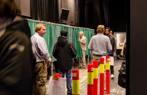 Det var folksomt i valglokalene alt første dag av valget.