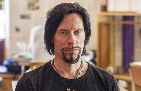 PÅ KONTORET: Tons of Rock-sjef, Svein Bjørge, på «kontoret» på Kulturhuset i Oslo. Tidligere har han jobbet lenge i platebransjen, og jobbet som artistrepresentant for Sony Music. Nå er han arrangør for flere festivaler, og har flere i framtidstankene.