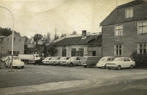 Ny avkjørsel: Her i krysset mellom Busterudgata og Vognmakergata ble i 1971 det laget en ny avkjørsel fra Busterudgata til Oscars gate. Det la beslag på en del av arealet Thanstrøm benyttet til biler som var på verkstedet.
