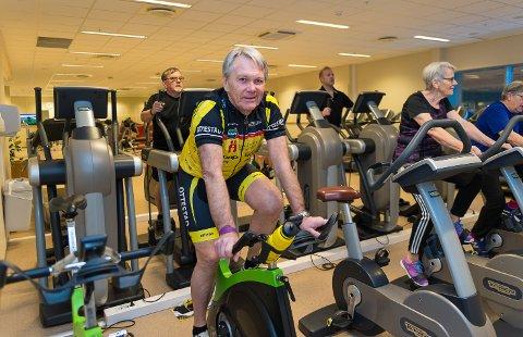 MANGE TIMER: Tom Gulbrandsen tilbringer mange timer på spinningsykkelen i Ankerskogen.
