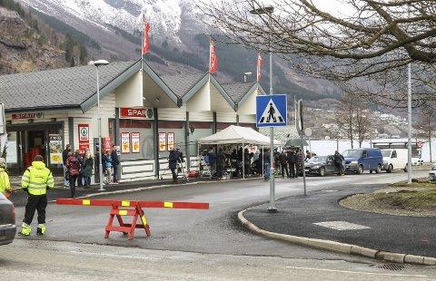Filminnspilling: Fra sesong 1, utenfor Spar Odda. Foto: Inga Øygard Jaastad