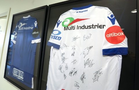 SPONSOR: Multi Industrier AS er en stor sponsor for FKH, og har hatt firmanavnet sitt på ryggen til spillerne i to sesonger. Ryggen er sikret neste sesong også.