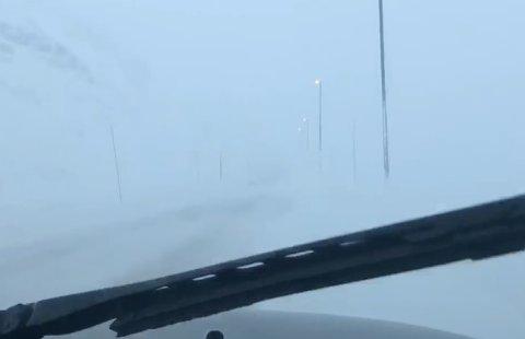 KRAFTIG VIND: Både nyttårsaften og 1. nyttårsdag vil det være kraftig vind og snøfokk på Haukelifjell. Bildet er fra tidligere i desember.