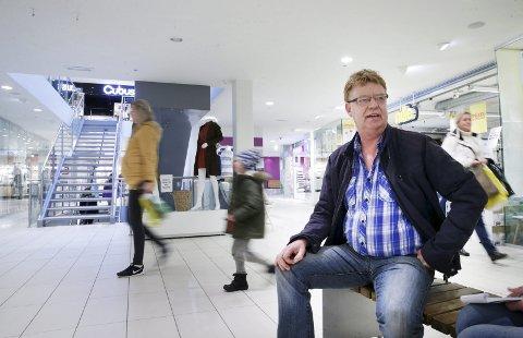 Fornøyd: Senterleder Magnar Vetvik ved Amfi-senteret i Åkrehamn. Arkivfoto: Grethe Nygaard