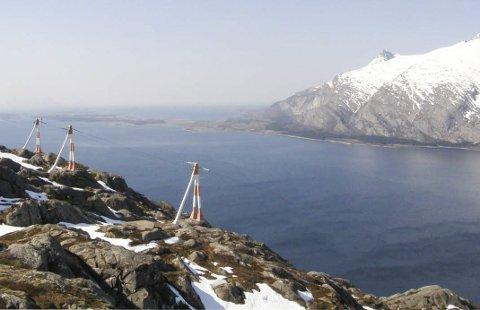 OVER OG UT: Etter å ha fraktet strøm i 48 er det over og ut for fjordspennet  over Sørfjorden. Bilder: Helgeland Kraft
