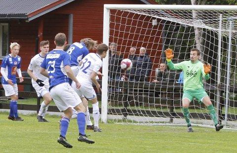 LEDELSE: Tidlig i andre omgang scoret Fredrik Pettersen på en heading, og resten av omgangen dominerte hjemmelaget.
