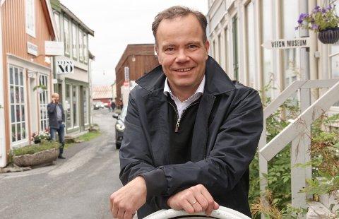 Fylkesrådsleder Tomas Norvoll gir seg  selv kort frist med å finne ut hvor Mosjøens nye videregående skole skal ligge.