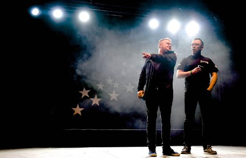 PRESTEN: Tommy Berg (til venstre) og Jan Gunnar Evertsen med sketsjen «Presten».