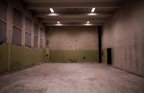 SALEN: Her i gamle gymsalen på Sentrum skole, har de planlagt at den nye kinosalen skal bygges.