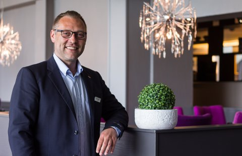 TRIST BESKJED Å FÅ: Tron Olsen ved Scandic Hotell i Vadsø. Bildet er fra en tidligere anledning.