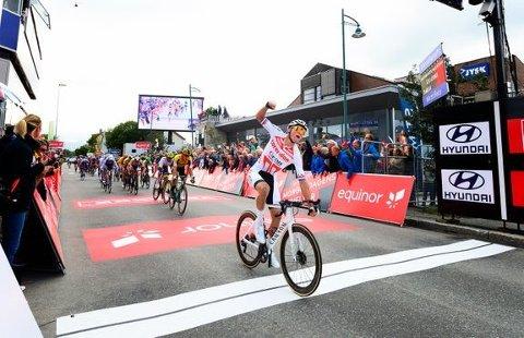 Sprintfenomenet Mathieu van der Poel (Alpecin-Fenix) fra Nederland tok sin tredje etappeseier på to år i Leknes i 2019. Han blir en å holde øye med på årets åpningsetappe.