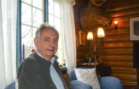 Ordfører Gudbrand Kvaal (Sp) er usikker på om han kan ta imot datter, svigersønn og barnebarn på Rømskog.