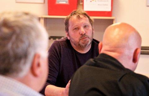 Tage Jakobsen i Helgeland Overflateteknikk er bekymret for at det vil komme oppsigelser i hans firma når Aker Solutions legger ned i Sandnessjøen.