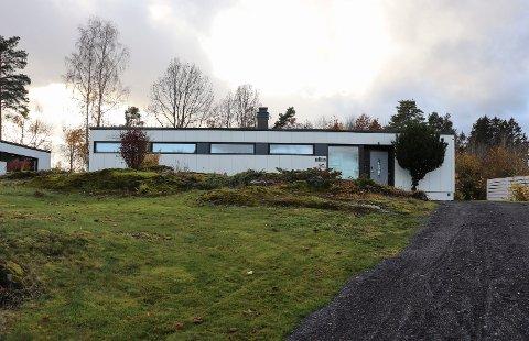 INDUSTRIHISTORIE: Huset i Solåsveien 19 er en stolt del av Holmestrand industrihistorie, og veggene er blant annet laget av aluminium.