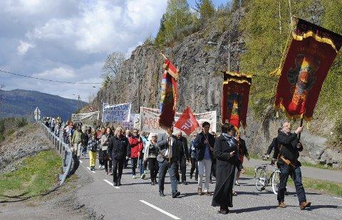 PÅ Femte året: 1. mai Eidsfoss har blitt synonymt med tog. De gamle tradisjonene lever nå i beste velgående i det gamle arbeidersamfunnet.arkivfoto