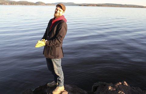 SÅ TEGNINGA: Allerede i januar i år så kommunikasjonsrådgiver Knut Jul Meland og forsker Jörn Klein at det var fare for en pandemi. Foto: Lars Ivar Hordnes