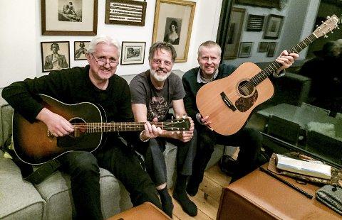 Ord og toner: F.v. Reidar Skoglund (gitar og sang), Werner Blaas (munnspill) og Sigbjørn Høidalen (gitar og sang). 25. mars spiller de i Tokestua i Drangedal.