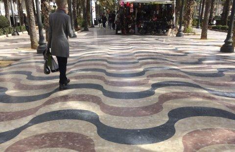 Strandpromenade: Strandpromenaden i Alicante er belagt med 6,6 millioner små marmorfliser.