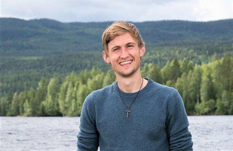 Presten Thor Haavik, kjend frå Farmen i TV2, gler seg til å koma til Husnes og Valen 13. november.