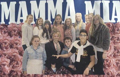 Elev-forestilling: 35 lever ved Flesberg skole skal ha to forestillinger med musikalen «Mamma Mia!».