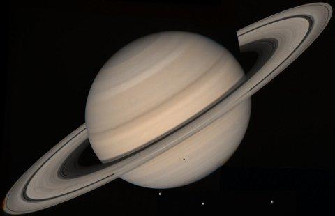 SATURN: Det kan bli muligheter for å se planeten Saturn fredag kveld.