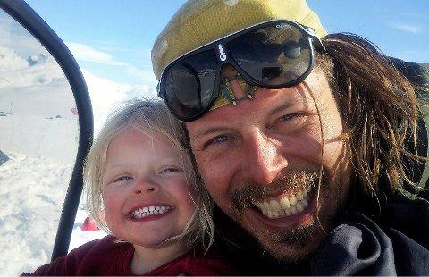 Pappa Alexander får bedre kontakt med datteren på fjellet enn han gjør hjemme i Maridalen i Oslo.
