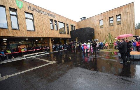 SPRÅKKVELD: Snart kan du lære om språk når Foreningen Norden holder språkkveld på nye Flesberg skole. Bildet er tatt under den offisielle åpningen av skolen i september.
