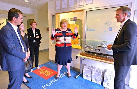 Erna Solberg besøkte Kongsberg Teknologipark tirsdag, men ga foreløpig ikke noe tilsagn om økonomisk hjelp til Kongsberg-industrien.