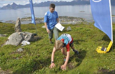 Skrovafjellet opp: William Fjellheim Ulriksen kaster seg over målstreken etter solid innsats opp Skrovafjellet.FOto: Henning Johnsen